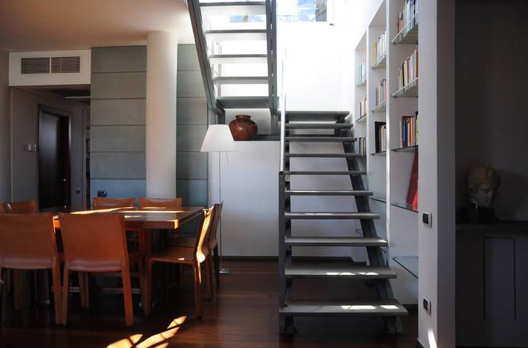 L'IMPORTANZA DEL FUORI: Sala da pranzo in stile  di Emanuela Orlando Progettazione