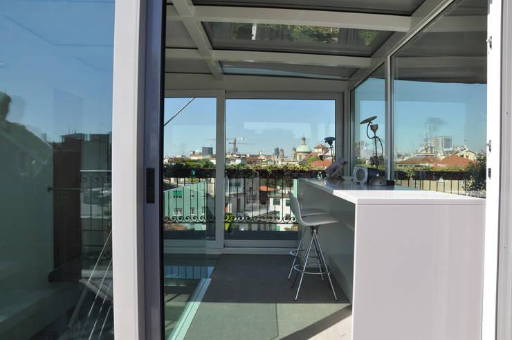 L'IMPORTANZA DEL FUORI: Studio in stile  di Emanuela Orlando Progettazione