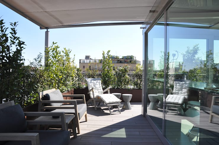 L'IMPORTANZA DEL FUORI: Terrazza in stile  di Emanuela Orlando Progettazione