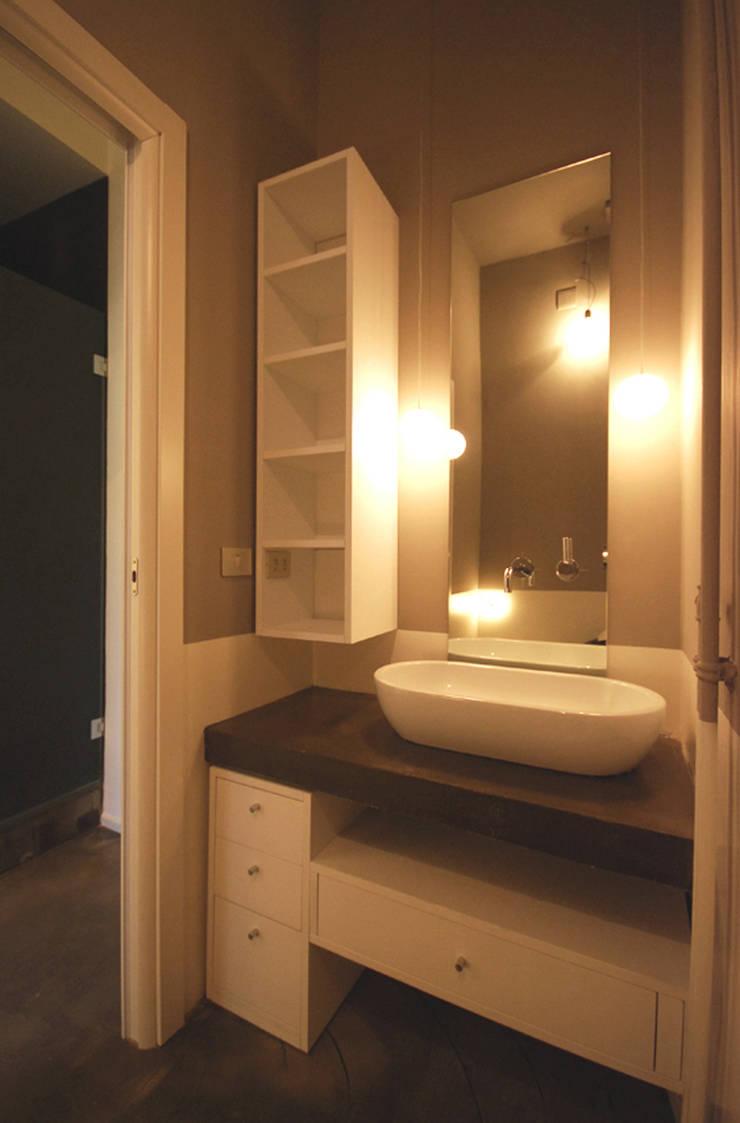 goldoni: Bagno in stile  di andrea borri architetti
