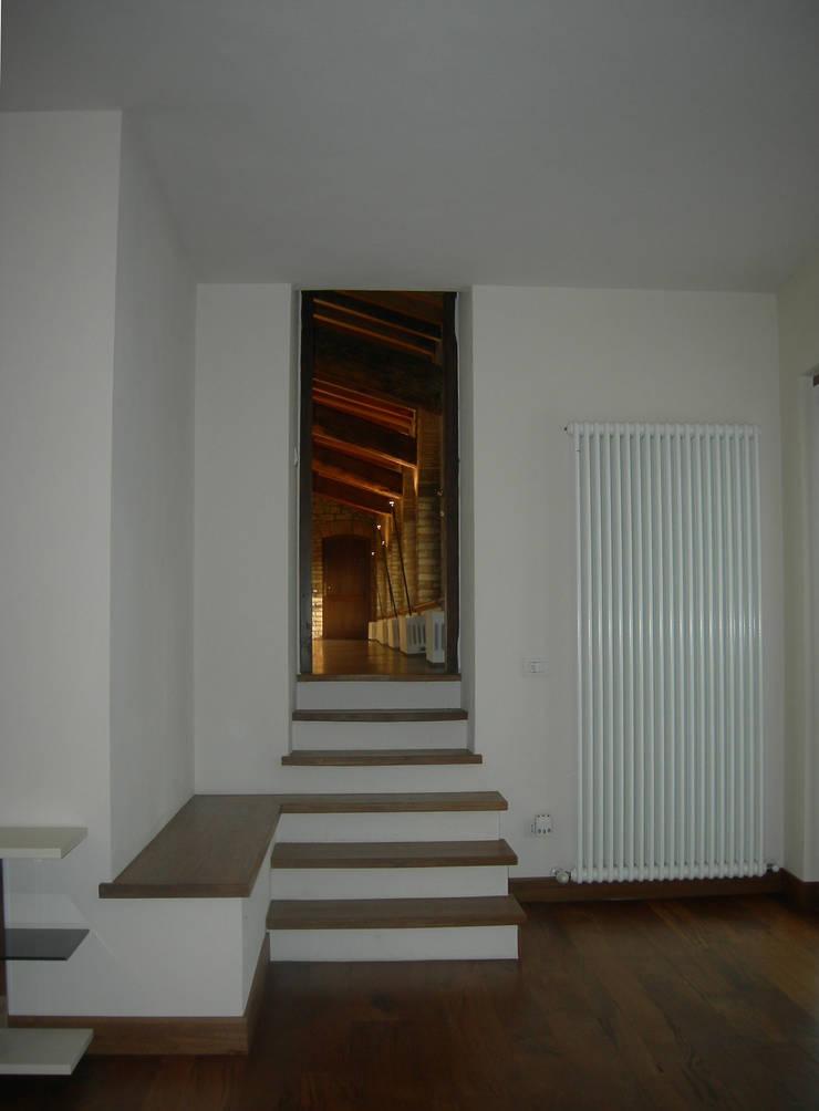 PASSATO E PRESENTE: Camera da letto in stile  di Emanuela Orlando Progettazione, Moderno