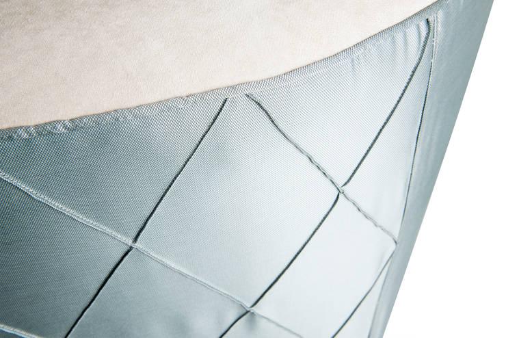 Colección Casa Decor 2013_ Sofá: Hogar de estilo  de moreandmore design
