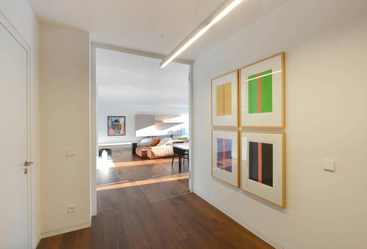 Eingangsbereich:  Wohnzimmer von wesenfeld höfer architekten,Minimalistisch