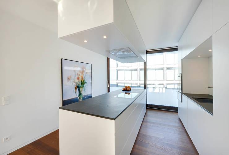 Wohnung K:  Küche von wesenfeld höfer architekten,Minimalistisch