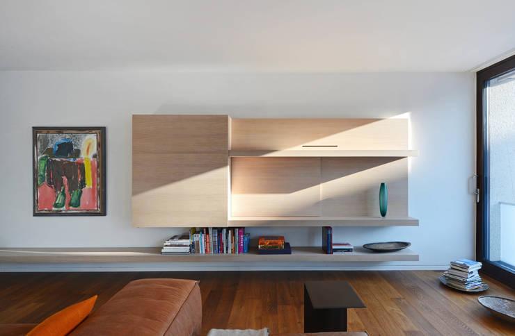 Medienmöbel:  Wohnzimmer von wesenfeld höfer architekten,Minimalistisch