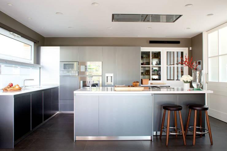 El hogar bulthaup: Cocinas de estilo minimalista de Greek Barcelona