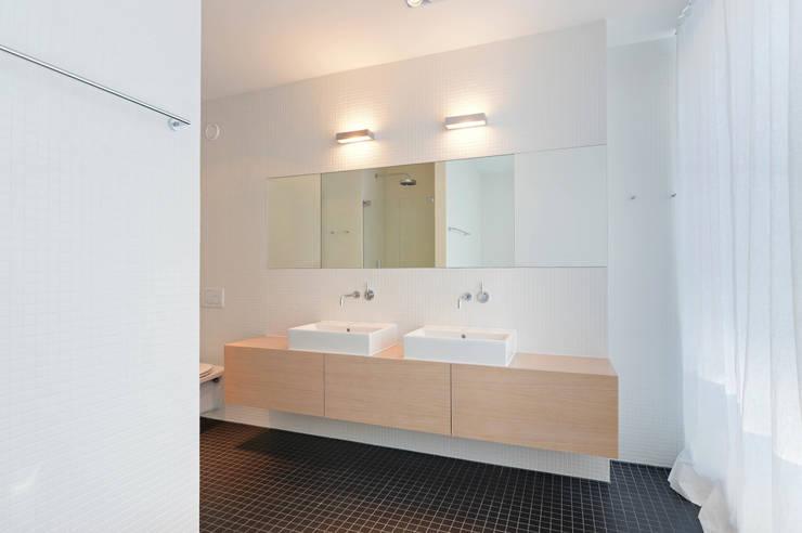 Bad:  Badezimmer von wesenfeld höfer architekten,Minimalistisch