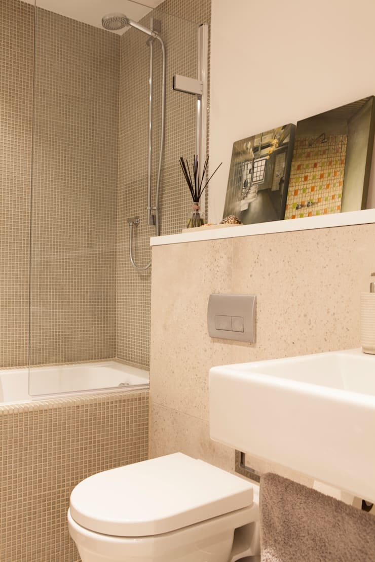Lysia Street:  Bathroom by S&Y Architects
