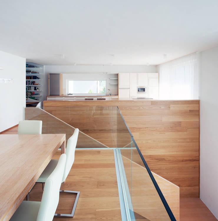 Vorstadtvilla in Wien Penzing:  Esszimmer von Abendroth Architekten,Modern