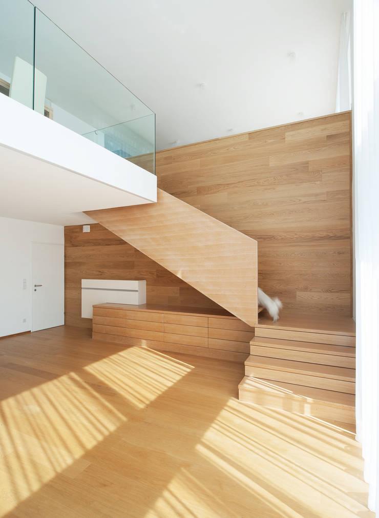 Vorstadtvilla in Wien Penzing:  Wohnzimmer von Abendroth Architekten,Modern