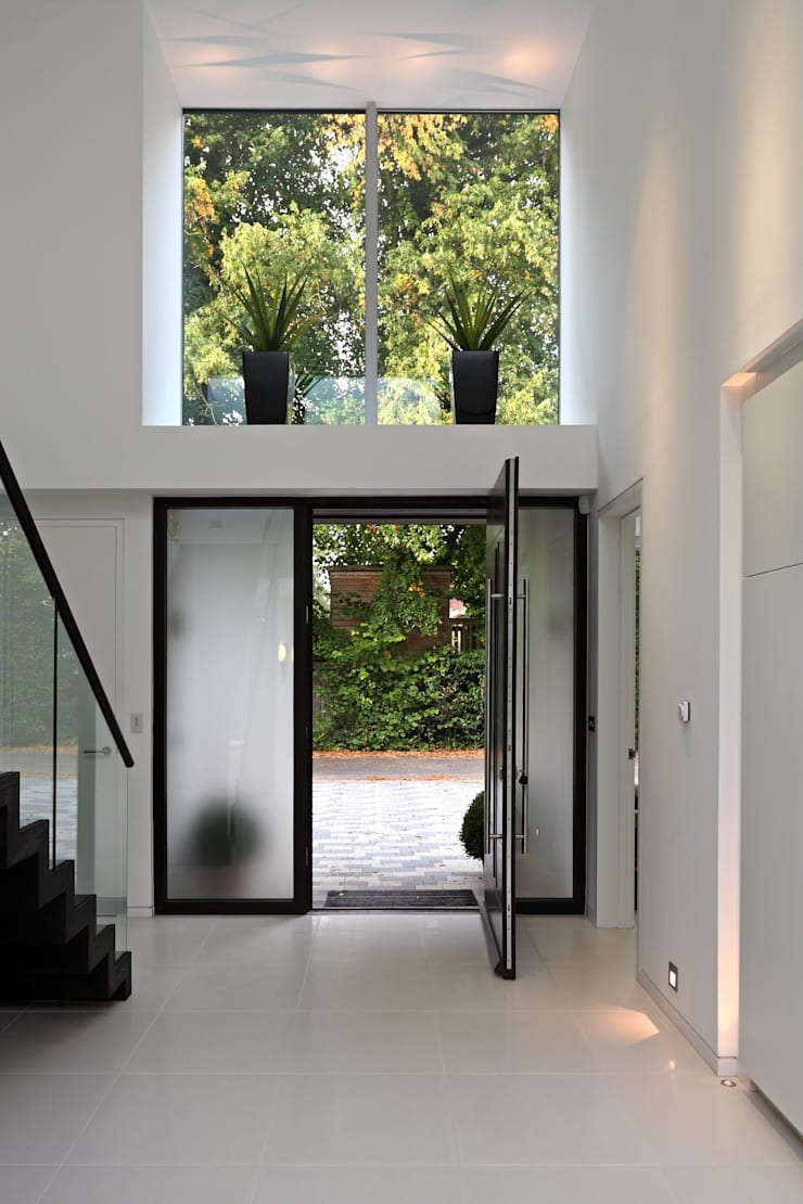 Brixham House:  Corridor & hallway by Nicolas Tye Architects