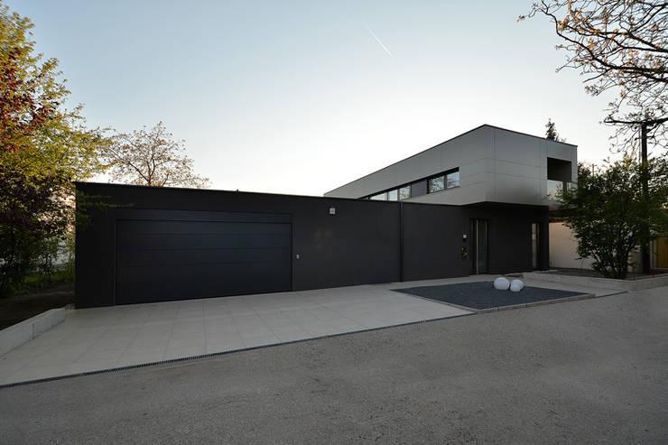 Projekty,  Garaż zaprojektowane przez haas_architektur ZT GmbH