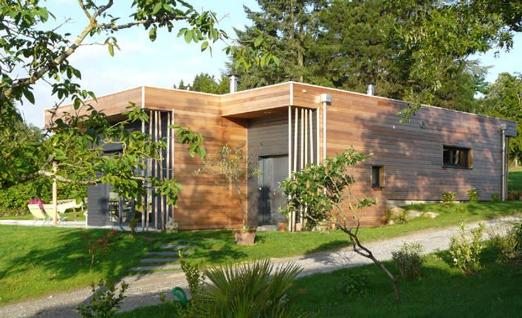 Façade Nord Est: Maisons de style de style Moderne par Gilles Cornevin SARL