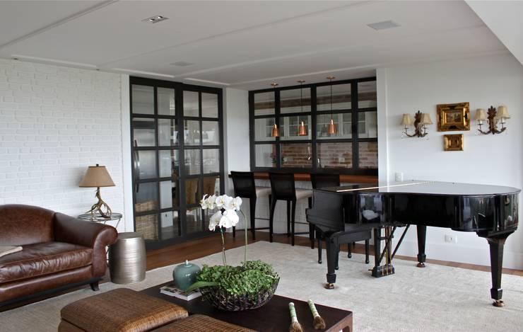 Projekty,  Salon zaprojektowane przez Vaiano e Rossetto Arquitetura e Interiores