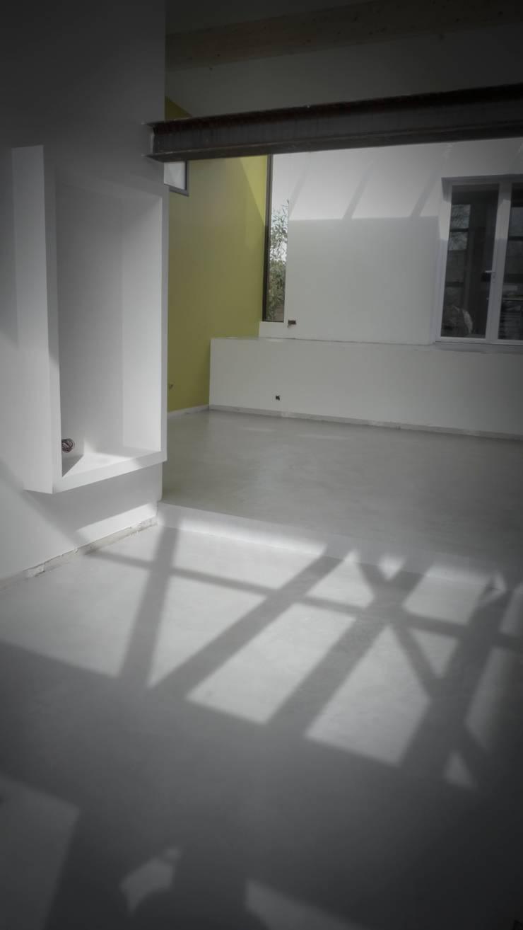 extension bois <q>grand volume</q>: Salon de style  par karine penard