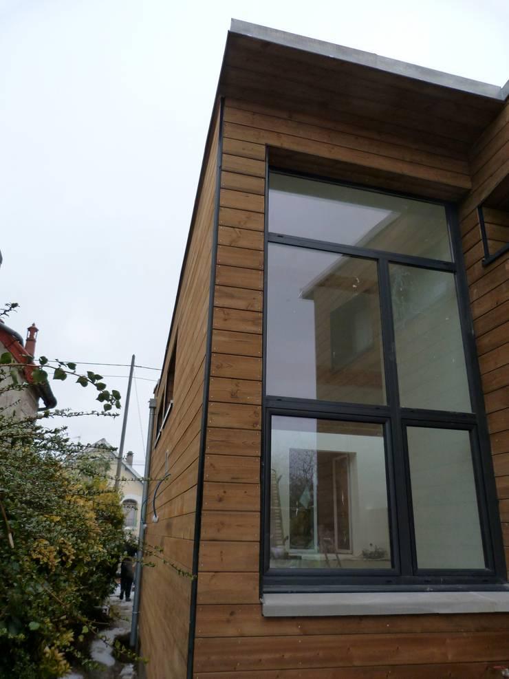 extension bois <q>grand volume</q>: Maisons de style  par karine penard