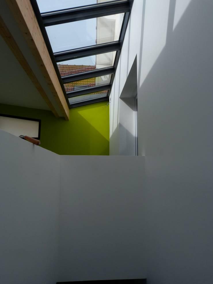 extension bois <q>grand volume</q>: Jardin d'hiver de style  par karine penard