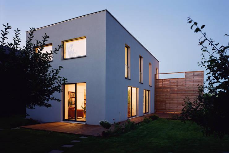 Passivhaus mit Sonnendeck in Gerasdorf von Abendroth Architekten Modern