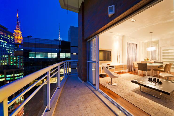 Varanda: Terraços  por Enzo Sobocinski Arquitetura & Interiores