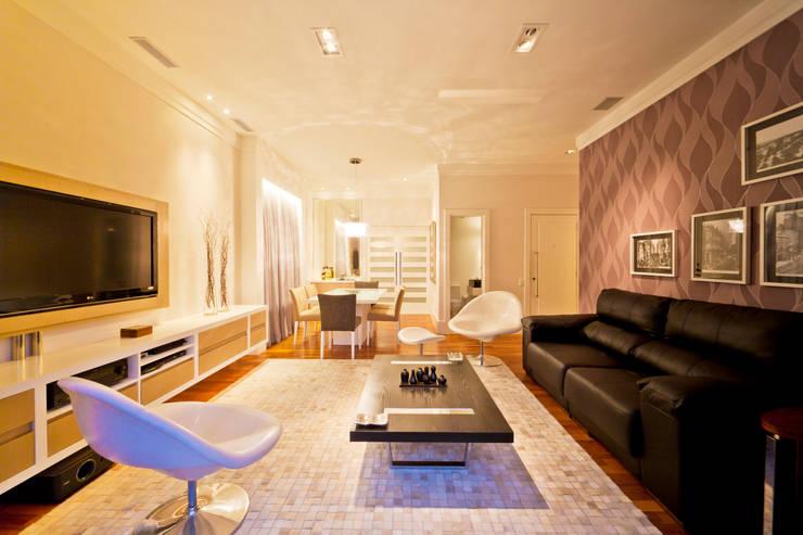 Salas de Estar e Jantat: Salas de estar  por Enzo Sobocinski Arquitetura & Interiores