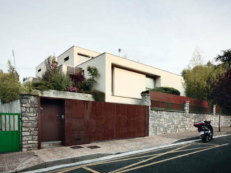 modern Houses by Hoz Fontan Arquitectos
