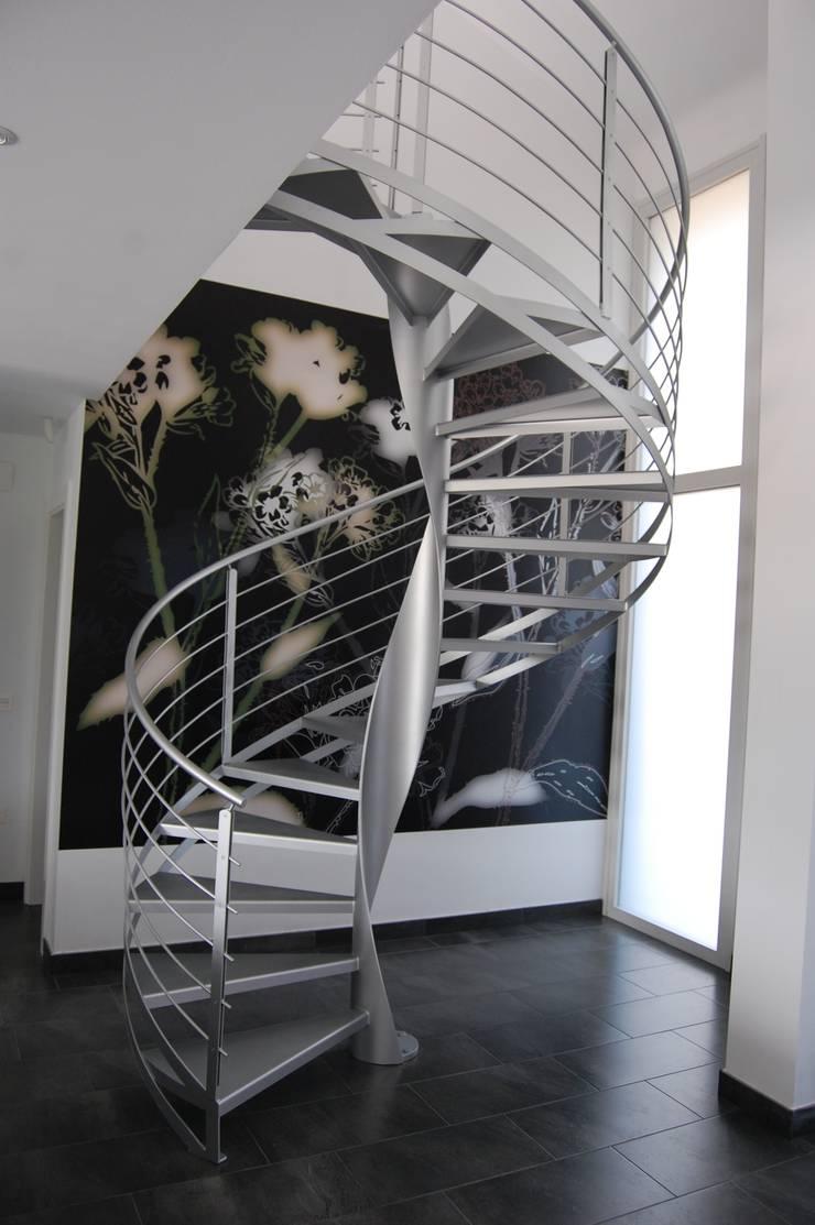 Vivienda Unifamiliar en Noreña: Pasillos y vestíbulos de estilo  de Eva Fonseca estudio de arquitectura