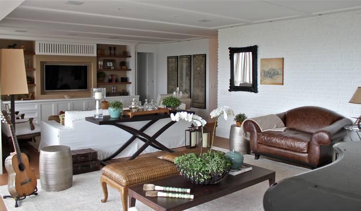 Living Apartamento São Paulo: Salas de estar  por Vaiano e Rossetto Arquitetura e Interiores