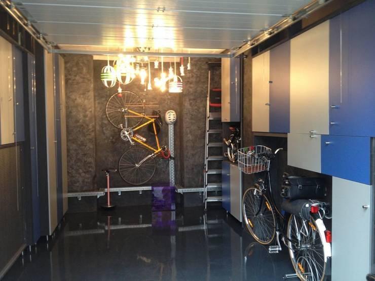 Pop up art gallery : Garage / Hangar de style de style eclectique par Distriref