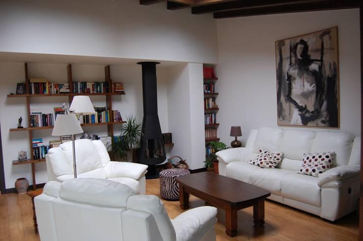 Reforma de vivienda Unifamiliar en Noreña: Salones de estilo  de Eva Fonseca estudio de arquitectura