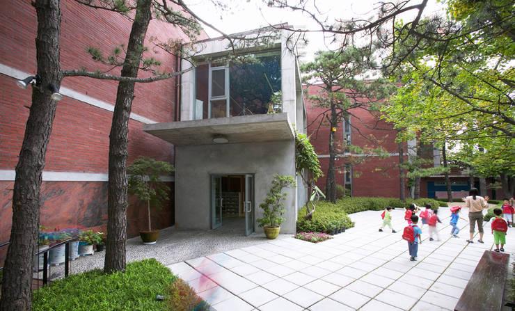 Kindergarten Angel: ISON ARCHITECTS의  학교