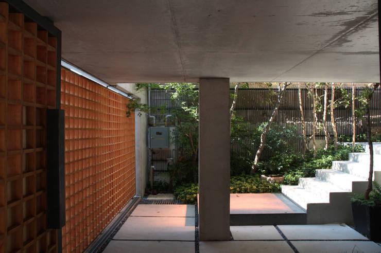 Yeon-hui dong house: ISON ARCHITECTS의  주택