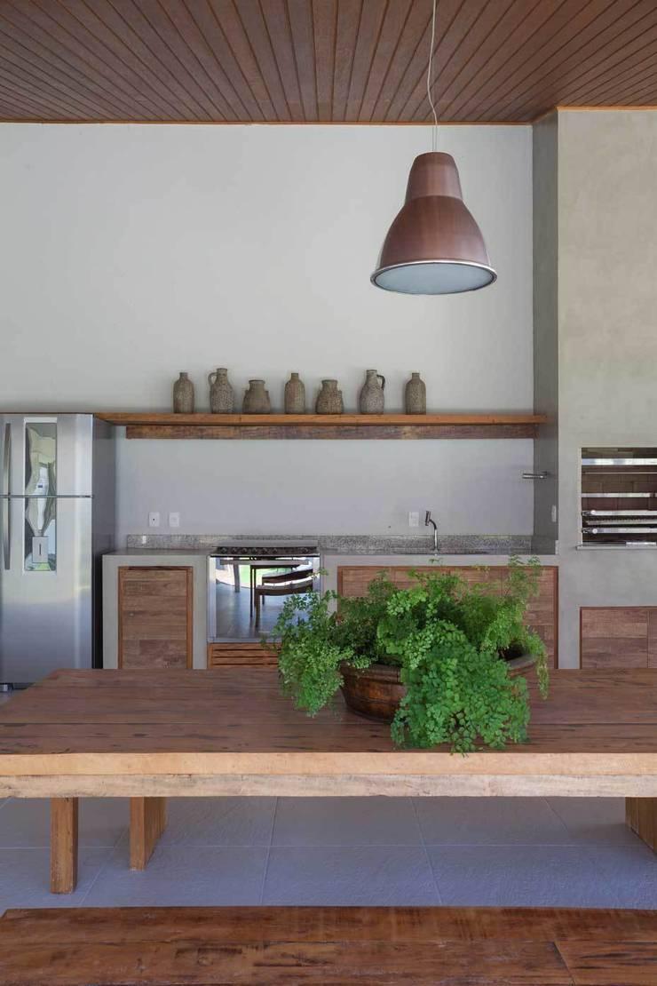 Lazer em Atibaia: Piscinas  por Nautilo Arquitetura & Gerenciamento