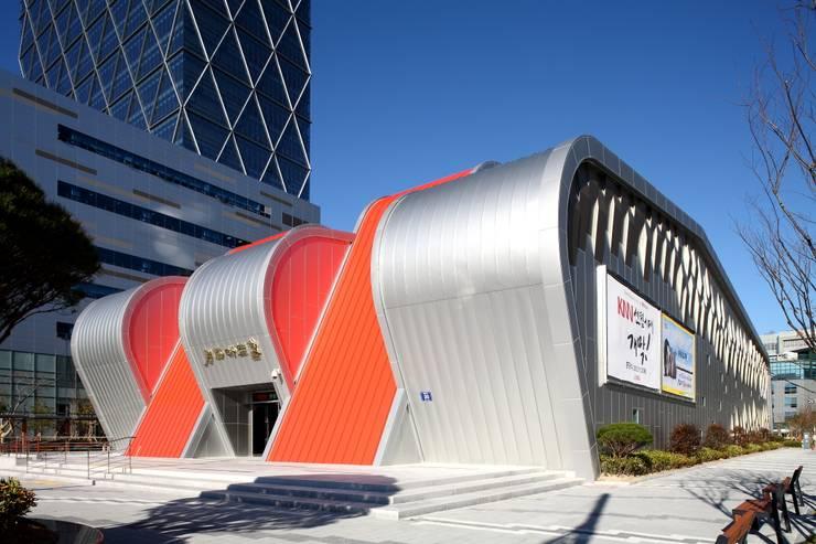 KNN방송국 센텀 신사옥: (주)일신설계종합건축사사무소의  회의실