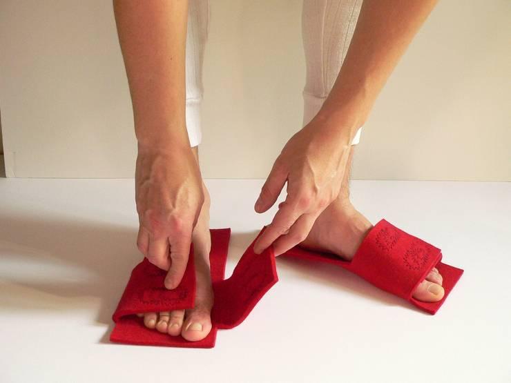 embroidery felt slippers:  in stile  di raffaella brunzin handmade, Minimalista
