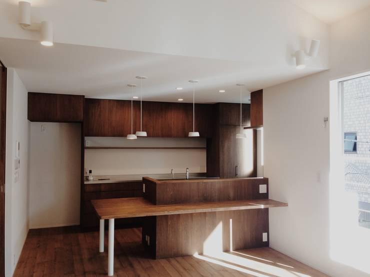 東和の住まい House in to-wa: タイラ ヤスヒロ建築設計事務所/taira yasuhiro architect & associatesが手掛けたダイニングです。