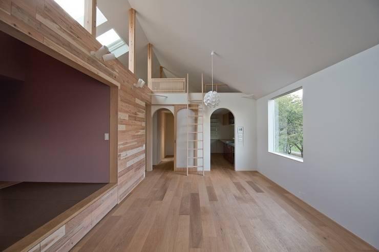 吉川の住まい House in yoshikawa: タイラヤスヒロ建築設計事務所/yasuhiro taira architects & associatesが手掛けたダイニングです。,モダン