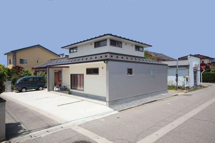 寄棟屋根のイエ モダンな 家 の ツカ・デザインスタヂオ一級建築士事務所 モダン