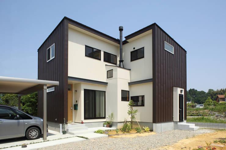 マキストーブのあるイエ: ツカ・デザインスタヂオ一級建築士事務所が手掛けた家です。