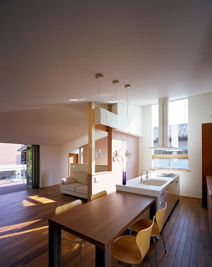 森を望む家: 西島正樹/プライム一級建築士事務所 が手掛けたキッチンです。