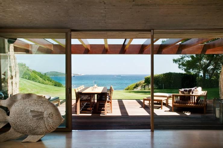 Casas de estilo minimalista por Studio Marastoni