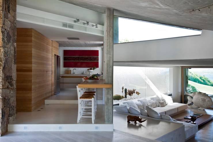"Villa ""O"" - Portisco, Sardegna: Cucina in stile  di Studio Marastoni"
