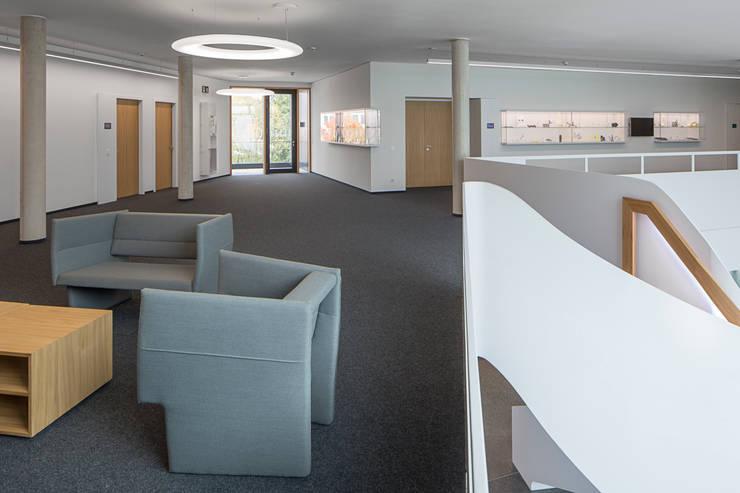 EOS GmbH Krailling/München | Deutschland:  Bürogebäude von Baierl & Demmelhuber Innenausbau GmbH,Modern