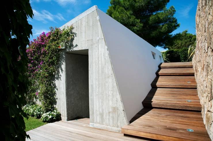 Villa <q>O</q> – Portisco, Sardegna: Case in stile  di Studio Marastoni, Minimalista