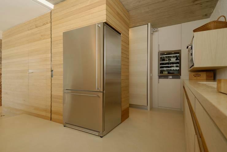 Cocinas de estilo minimalista por Studio Marastoni