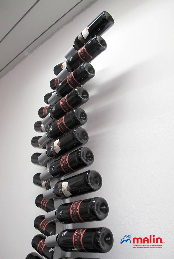 VITIS wall.: Ingresso, Corridoio & Scale in stile  di MICHELE MALIN,