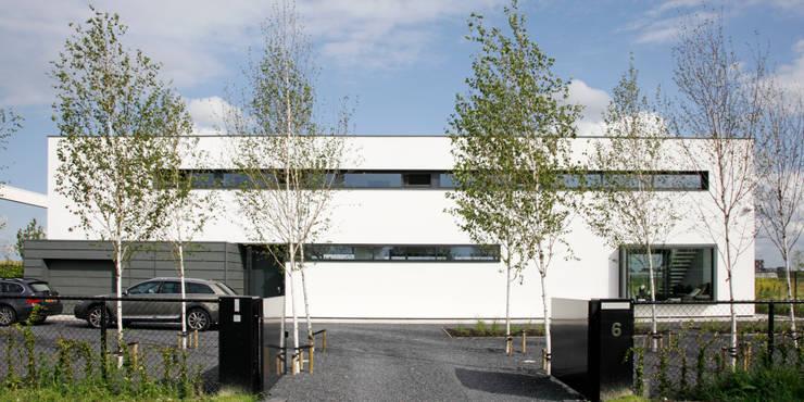 voorgevel:  Villa door Archstudio Architecten | Villa's en interieur,