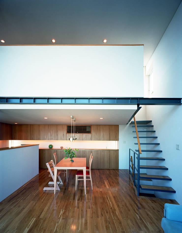 スキップテラスの家: 西島正樹/プライム一級建築士事務所 が手掛けたダイニングです。