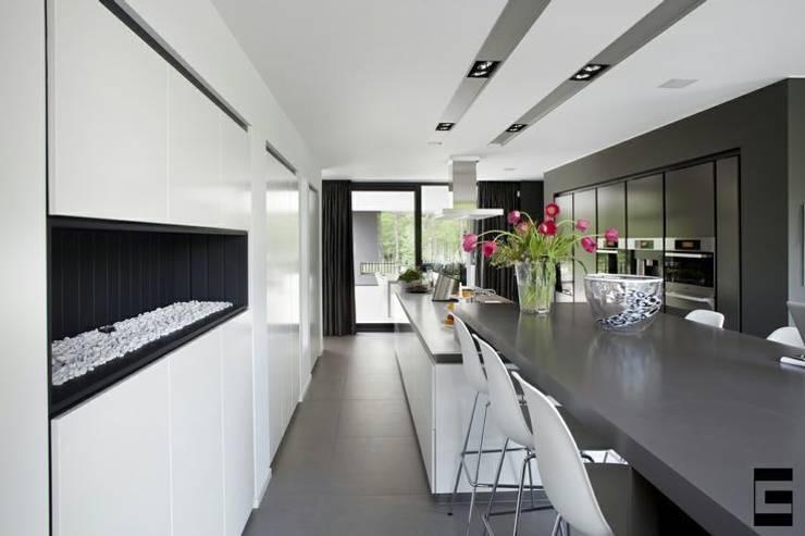 Woonhuis 47044:  Keuken door Geert van den Oetelaar Architect