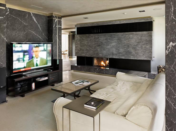 «Золотая резиденция в поселке Репино» 600м. кв.: Гостиная в . Автор – FullHouseDesign