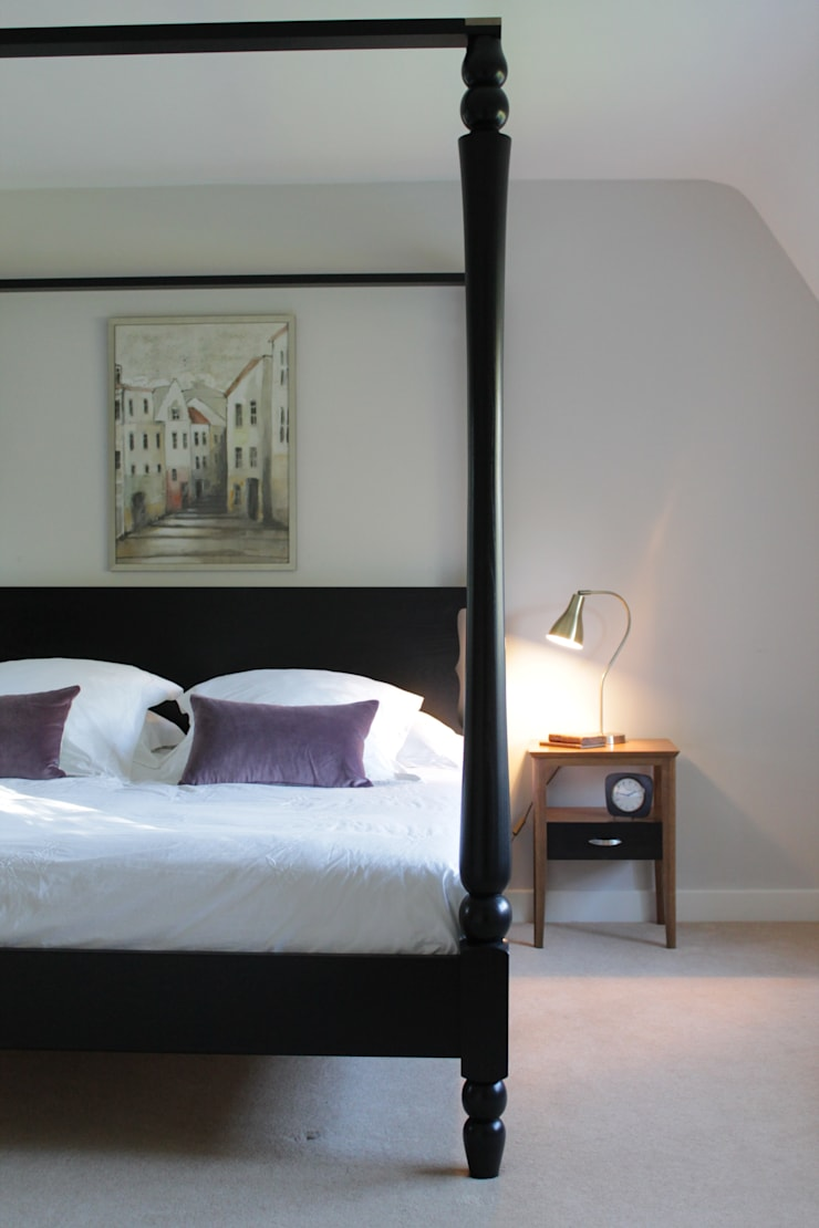 The Goldsborough Four Poster Bed with Crosspiece Top:  Bedroom by TurnPost